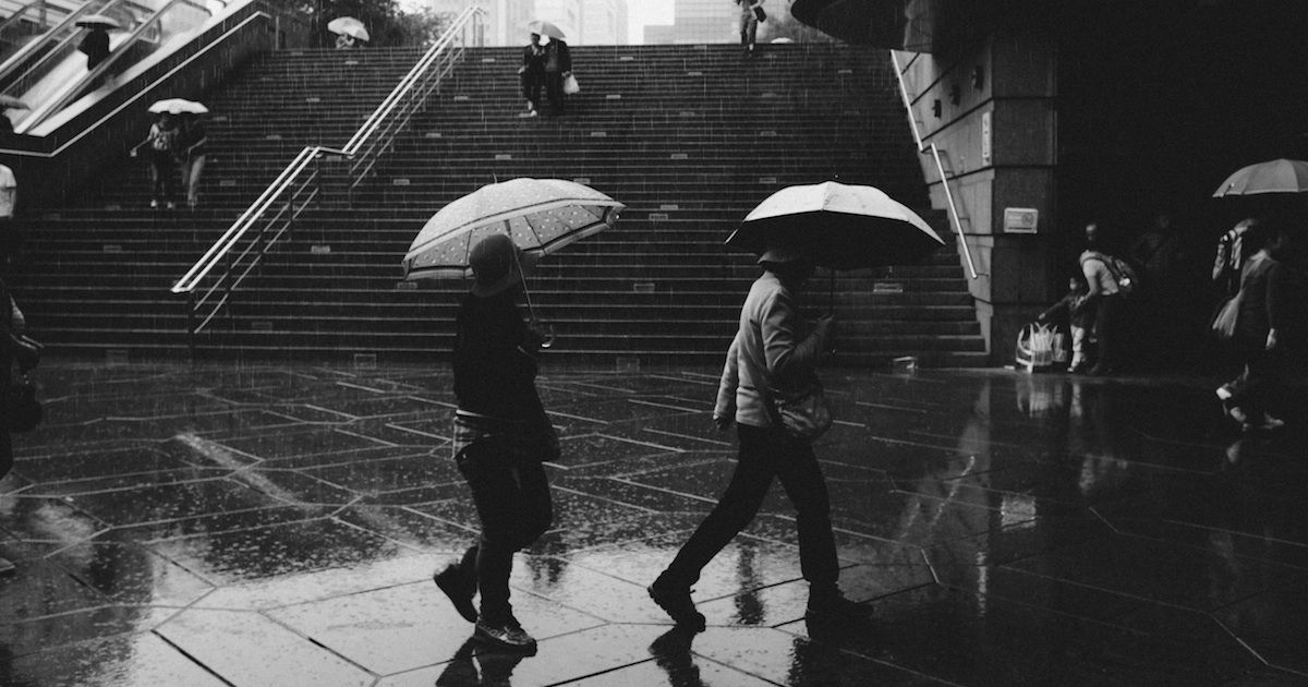 イギリス人が雨でも傘を差さない3つの理由